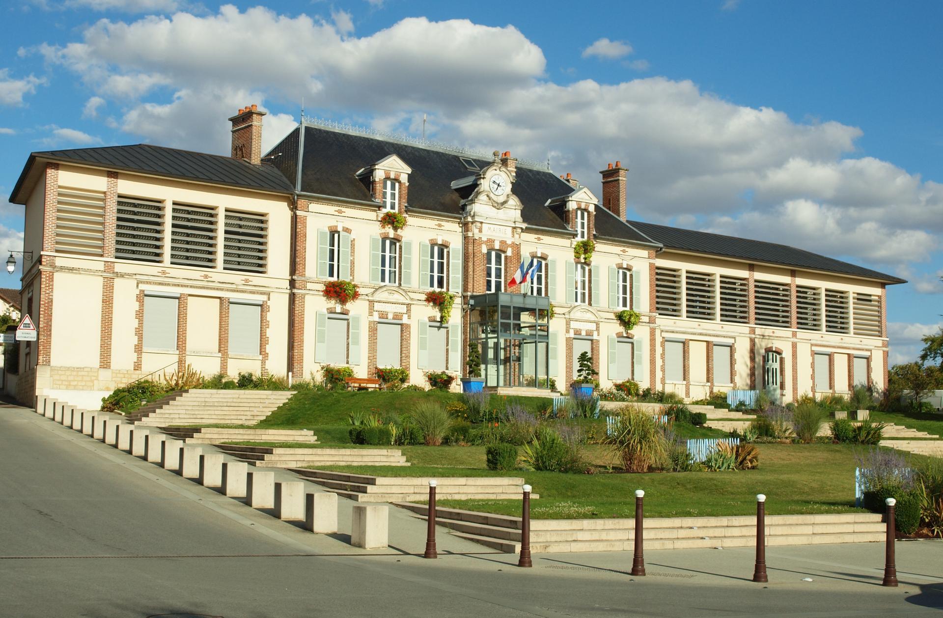 Moneteau fr 89 mairie 7